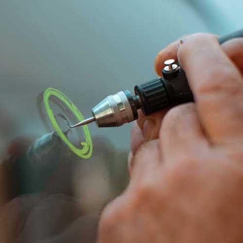Autoglas-Reparatur vor Scheibenaustausch